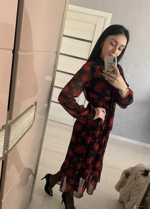 Практичное и элегантное платье