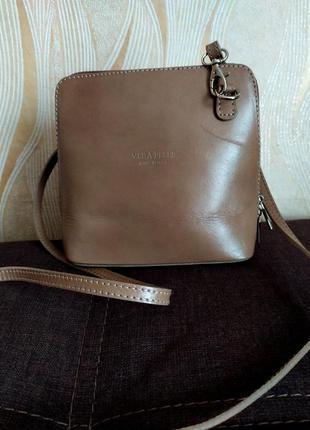 Коричневая кожаная сумочка италия