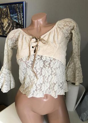 Кружевная блуза с замшевой вставкой
