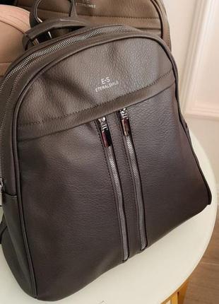 Коричневый рюкзак 2в1, очень вместительный, можно носить как сумку