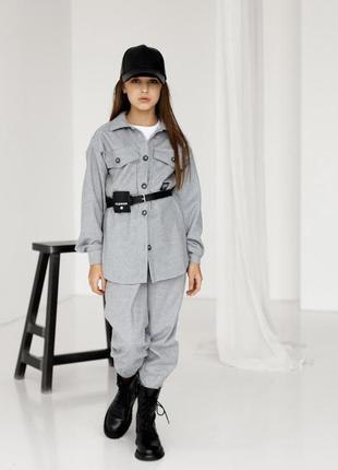 Стильный теплый костюм с поясом для девочки