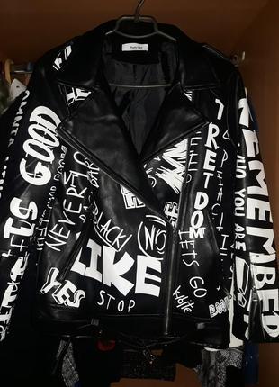 Куртка косуха с принтом