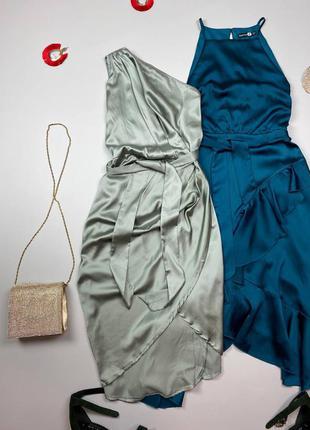 Болотное атласное миди платье с поясом , на одно плече