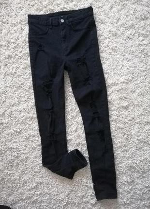 Стильные рваные женские джинсы скинни divided 36 в прекрасном состоянии