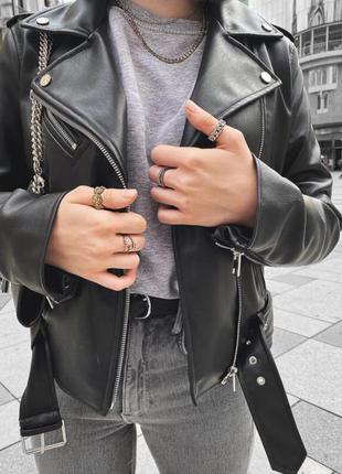Куртка в байкерском стиле из искусственной кожи zara, косуха zara
