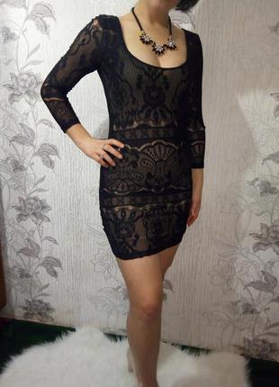 Вечернее кружевное облягающее платье цвета пудра
