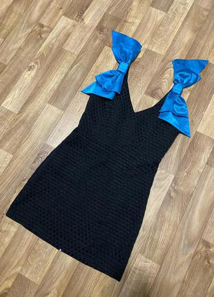 Шикарное платье в горошек с атласными бантами