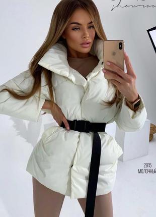 Женская демисезонная куртка с поясом