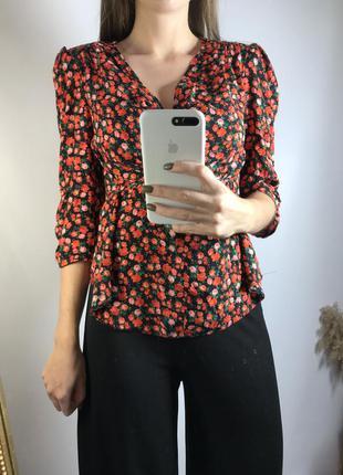 Цветочная блуза с подплечниками