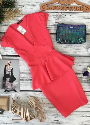 Трендовое платье с глубоким декольте и баской от quiz  dr51190