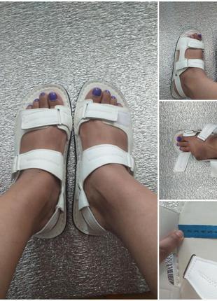 Босоножки на липучках на широкую ногу