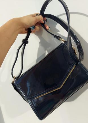 Тёмно-синяя лаковая сумка