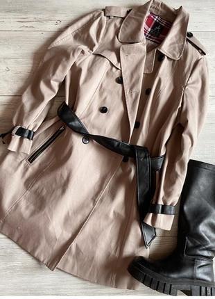 Идеальный котоновый тренч  с кожаными деталями