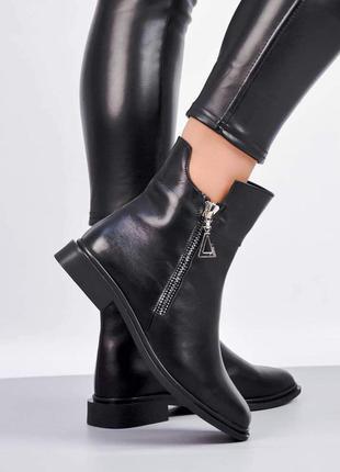 Шкіряні жіночі черевики на блискавці. демисезонні.