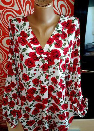 Яркая стильная блуза в розы, нарядная,v образный вырез