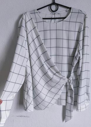 Интересная блуза на запах в клетку