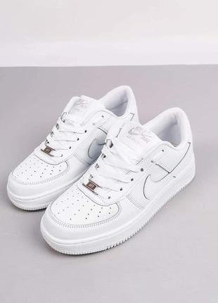 Шкіряні жіночі кросівки nike air force.