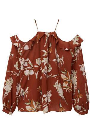 Блуза с вырезами на плечах в цветочный принт
