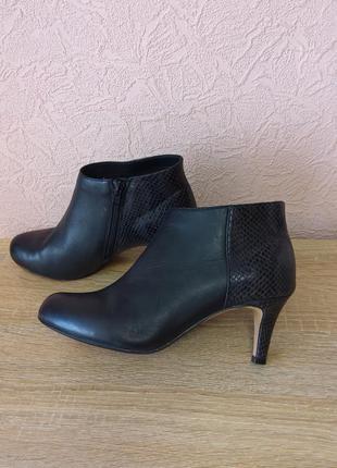 Красивые ботинки clarks  натуральная кожа акция 1+1=3
