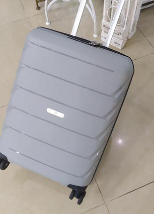Ручная кладь- маленький прочгый чемодан ,,snowball,,