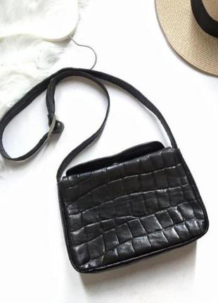 Черная фактурная сумка с длинной ручкой от lamoda