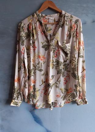 Белая блузка в цветочный принт с накладным карманом пуговицы до средины h&m