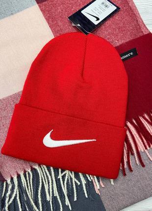 Красная шапка в стиле nike ❤️