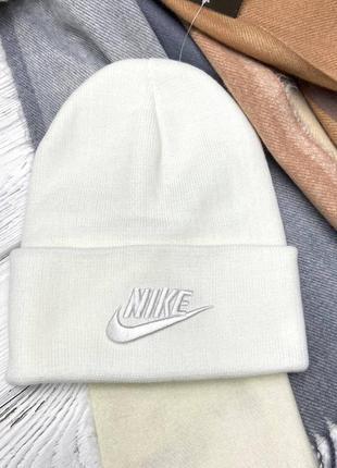 Белая шапка в стиле nike 🥥