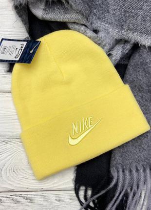 Жёлтая шапка в стиле nike 🍌