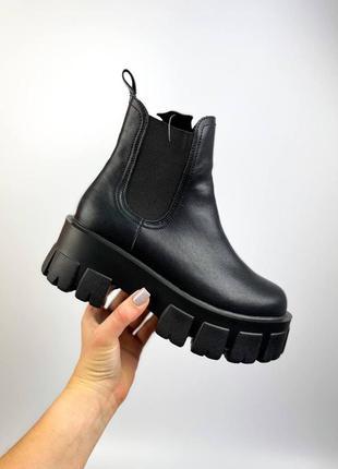 Жіночі черевики на тракторній підошві челсі. натуральна шкіра. демисезонні