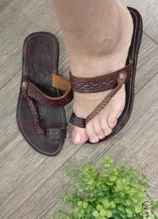 Неубиваемые и практичные кожаные коричневые босоножки сандалии вьетнамки