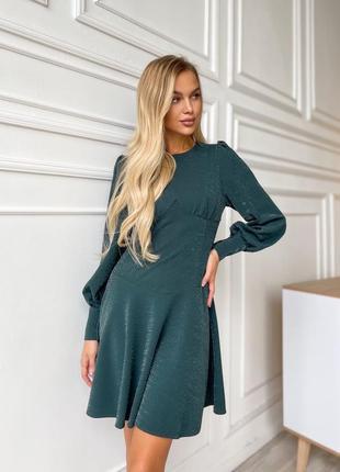 Красивое изумрудное платье с люрексом