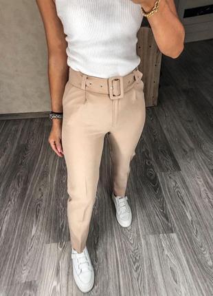 Бежевые брюки с поясом