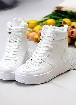 Ультра модные белые женские кроссовки хайтопы на небольшой платформе  размеры 36-41 к. 11786