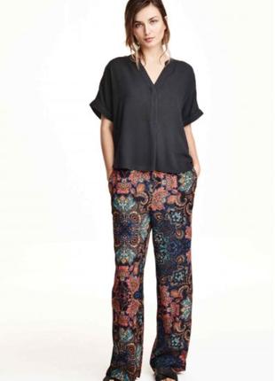 Широкие прямые брюки с принтом от h&m