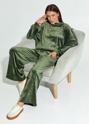 Велюровый свободный костюм цвета хаки