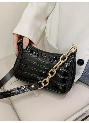 Модная черная сумка с золотистой цепочкой стильная лаковая сумочка 3082