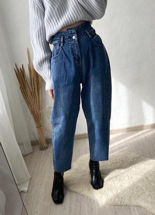 Классные джинсы бананы с ассиметричным поясом z+, плотные, высокая посадка, немного укороченные