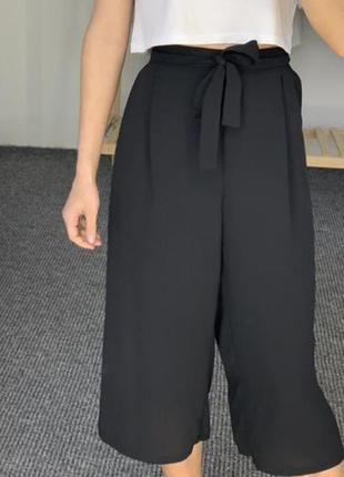 Базовые черные брюки кюлоты с поясом