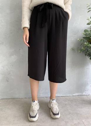 Класные брюки кюлоты с поясом