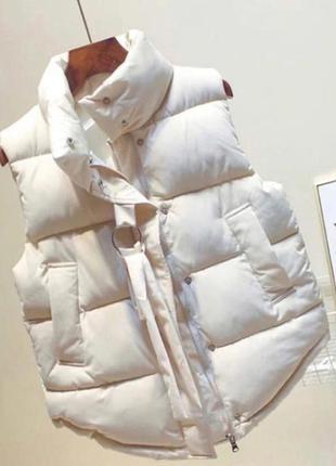 Стильная теплая белая жилетка плащевка канада  синтепон 200