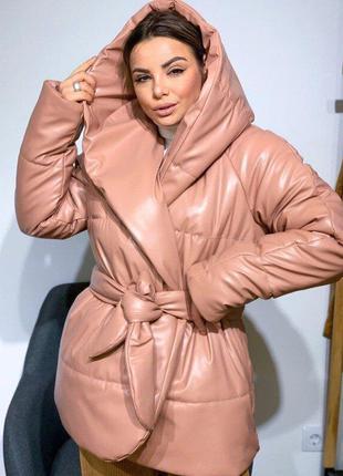 Объемная теплая  куртка - палатка на запах оверсайз  с капюшоном из эко-кожи