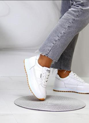 Кроссовки из натуральной белой кожи на полиуретановой подошве
