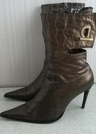 Демисезонные кожаные сапоги золотисто-коричневого цвета
