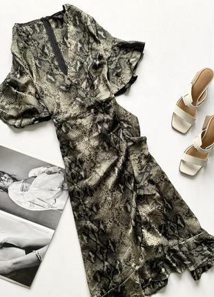 Платье на запах зелёное рептилия с оборками