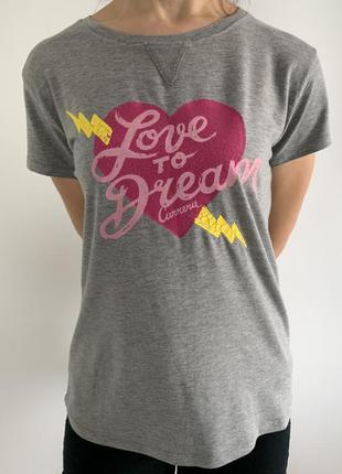 Серая футболка с сердцем, стильная летняя футболка, фирменная футболка, оригинальная футболка.