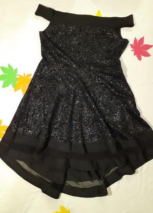 Платье нарядное вечернее блестящее блестит шикарное красивое плечи пышная прозрачная юбка