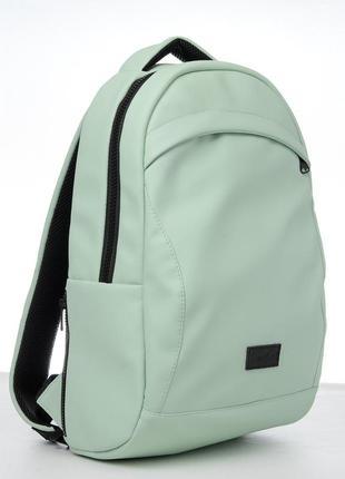 Мятный рюкзак очень вместителен и практичен на все случаи жизни