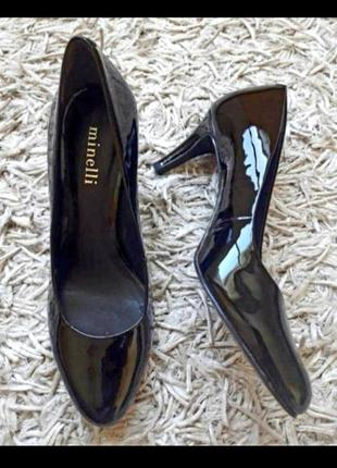 Чорні лакові туфлі,лодочки,на каблуці
