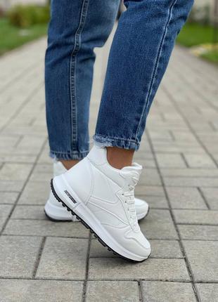 Белые утеплённые высокие кроссовки